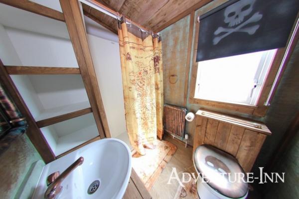 Themed shower room