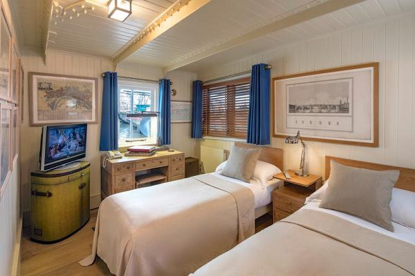 Twin beds in Cabin 4
