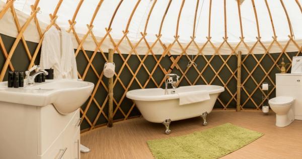 Spacious ensuite yurt