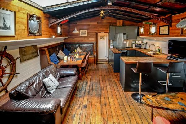 Fabulous wooden saloon on Onderneming