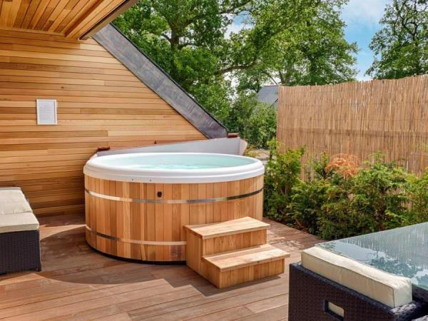 Hotel Pod with hot tub