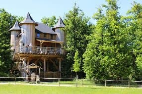 large treehouse for up to 10 guests