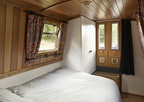 Queenie has front bedroom and doors opening on to the front deck