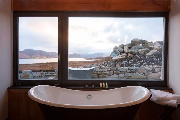 2 bathtubs