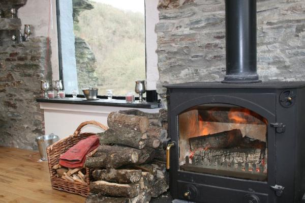 cosy at Okeltor Boathouse