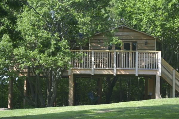 The Treehouse sleeps 6