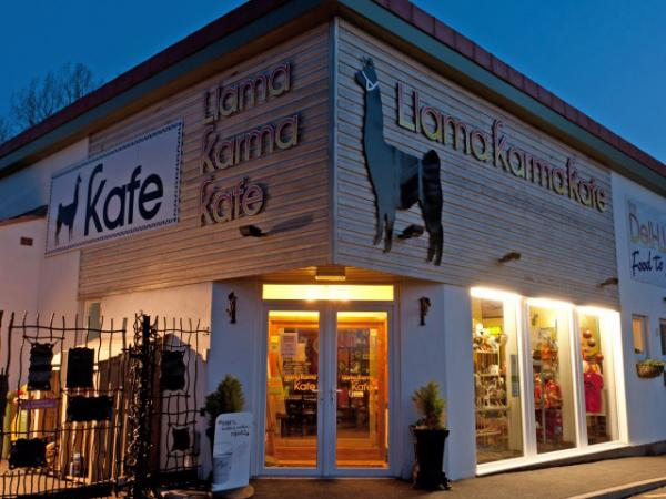 on site Llama Karma Kafe