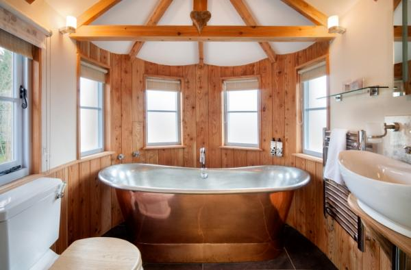 copper bath in the treehouse