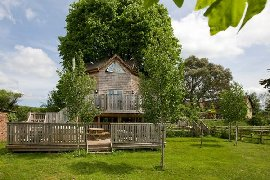 treehouse accommodation for up to 5