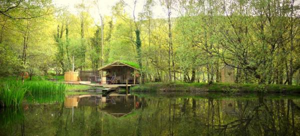 lakeside cabin at Gwalia Farm