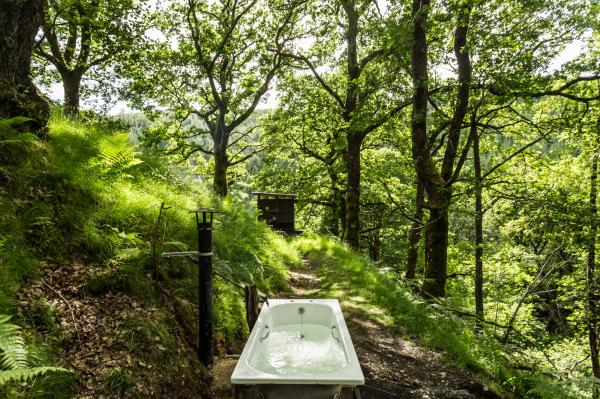 Secluded bath at Waterfall Tipi