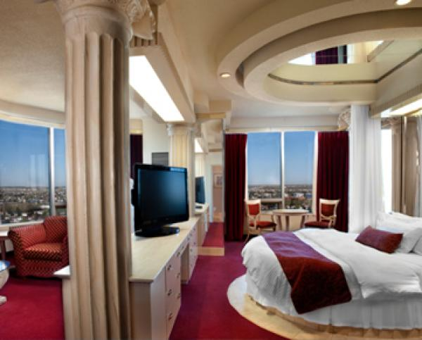 Fantasyland hotel for Roman themed room