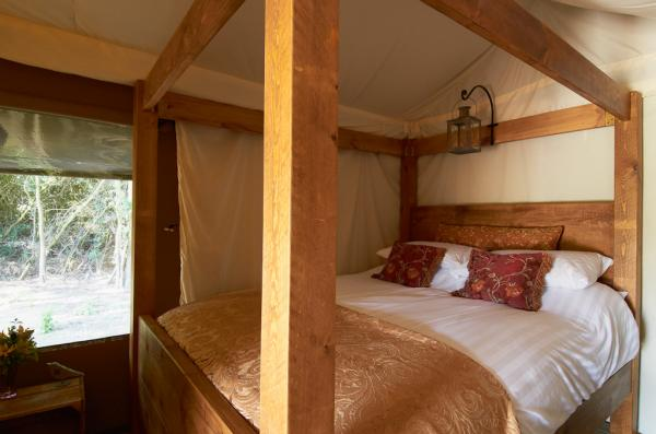 4 poster wooden bed